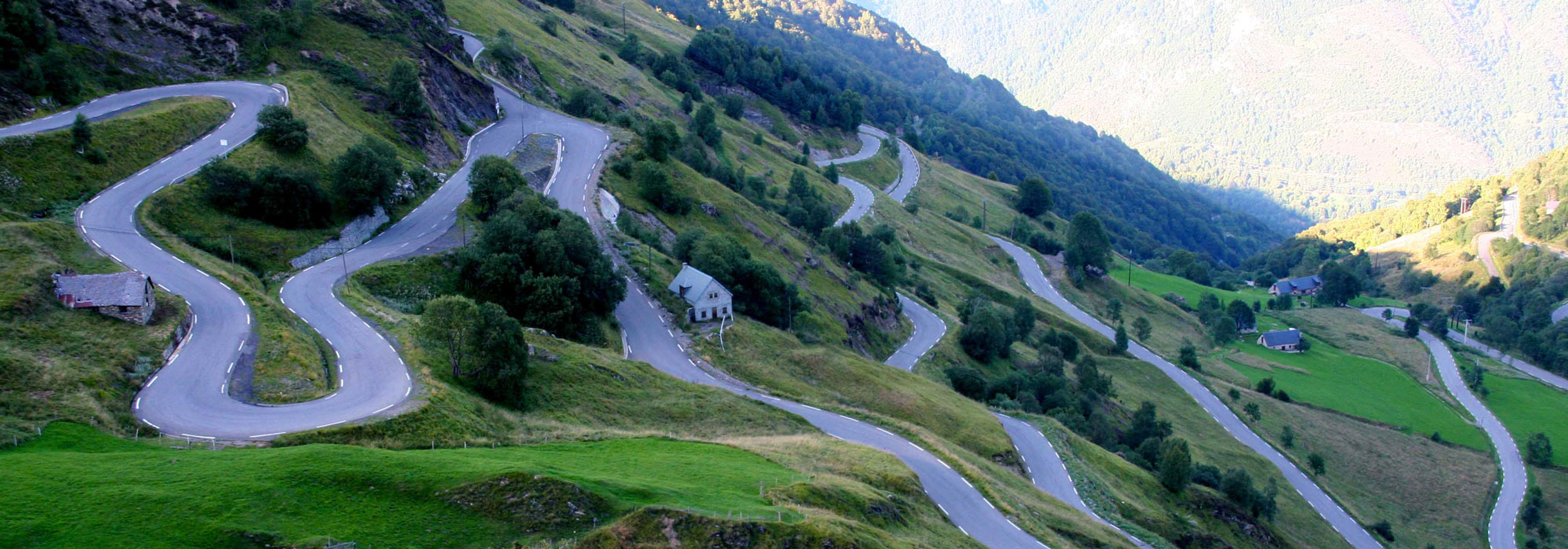 pano-lacets-pyrenees-bike-hotel